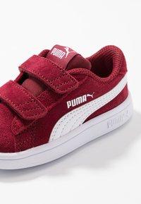 Puma - SMASH V2 SD V INF - Joggesko - rhubarb/white - 2