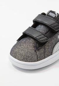 Puma - SMASH GLITZ GLAM - Baskets basses - black/silver/white - 2