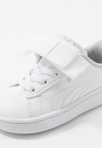 Puma - VIKKY V2 RIBBON - Sneakers laag - white - 2