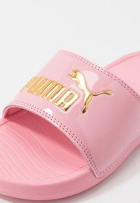 Puma - POPCAT 20 LUX - Pantolette flach - peony/team gold - 2