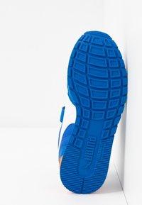 Puma - ST RUNNER V2 - Sneakers laag - lapis blue/white/dragon fire - 5