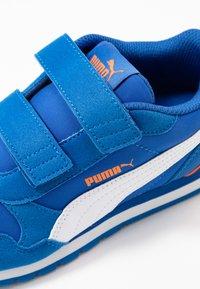 Puma - ST RUNNER V2 - Sneakers laag - lapis blue/white/dragon fire - 2