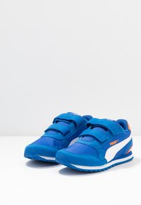 Puma - ST RUNNER V2 - Sneakers laag - lapis blue/white/dragon fire - 3