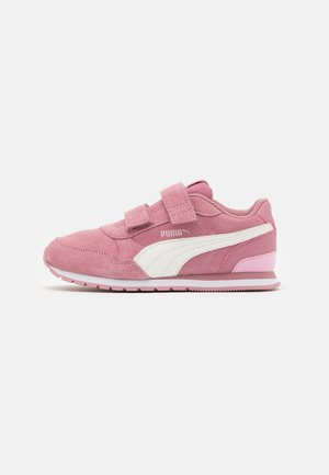 ST RUNNER  - Sneakers - foxglove/whisper white/pale pink/white