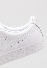 Puma - BASKET CLASSIC - Sneakers laag - white - 5