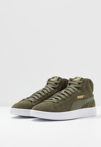 Puma - SMASH V2 MID - Höga sneakers - forest night/team gold/white/black - 2