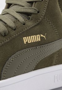 Puma - SMASH V2 MID - Höga sneakers - forest night/team gold/white/black - 5