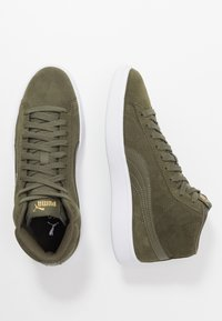 Puma - SMASH V2 MID - Höga sneakers - forest night/team gold/white/black - 1