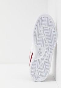 Puma - SMASH V2 - Sneakers laag - rhubarb/team gold/white - 4