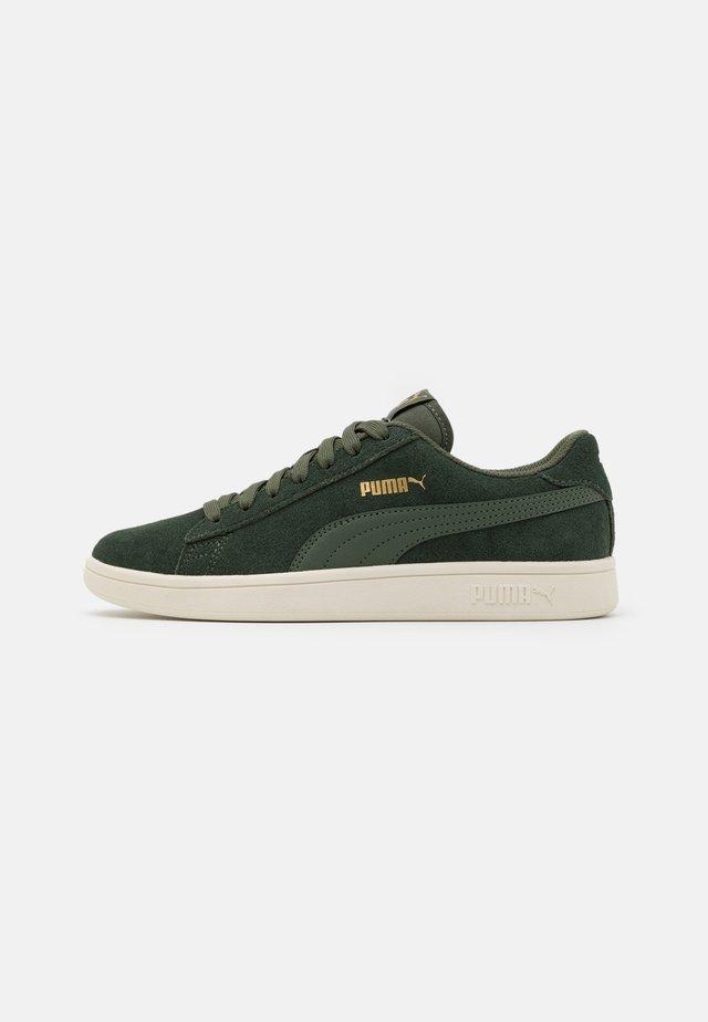 SMASH V2 UNISEX - Sneakers - thyme/team gold/white
