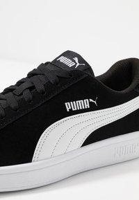 Puma - SMASH V2 - Sneakersy niskie - black/white/silver - 5