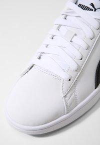 Puma - SMASH V2 BUCK - Zapatillas - puma white/puma black - 5