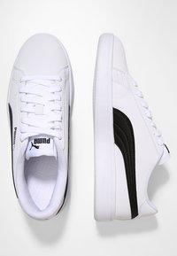 Puma - SMASH V2 BUCK - Zapatillas - puma white/puma black - 1