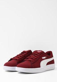 Puma - SMASH V2 BUCK - Baskets basses - pomegranate/puma white - 2