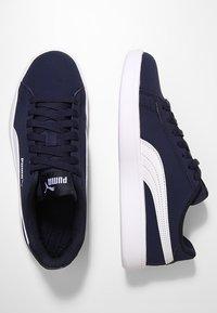 Puma - SMASH V2 BUCK - Tenisky - peacoat/white - 1