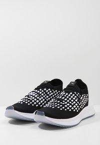 Puma - AVID FUSEFIT - Sneakers - puma black/puma white - 2