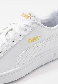 Puma - SMASH - Zapatillas - white/palace blue/team gold - 5