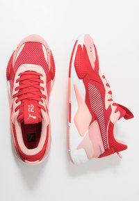 Puma - RS-X TOYS - Sneakersy niskie - bright peach/high risk red - 1