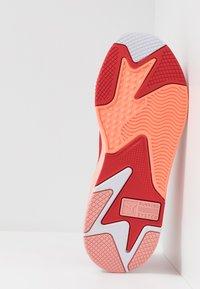 Puma - RS-X TOYS - Sneakersy niskie - bright peach/high risk red - 4