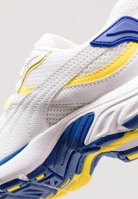 Puma - AXIS PLUS 90'S - Sneakers - white - 5