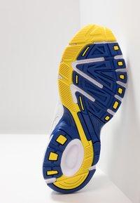 Puma - AXIS PLUS 90'S - Sneakers - white - 4
