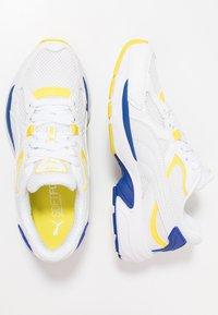 Puma - AXIS PLUS 90'S - Sneakers - white - 1