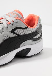Puma - AXIS PLUS 90'S - Sneakers - high rise/black/castlerock/nrgy red/white - 5