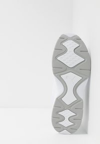 Puma - NUCLEUS - Sneakersy niskie - white/high rise - 4