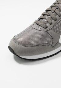 Puma - RUNNER - Baskets basses - charcoal gray - 5