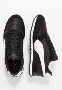 Puma - RUNNER - Trainers - black/white - 1