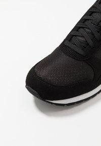 Puma - RUNNER - Trainers - black/white - 5