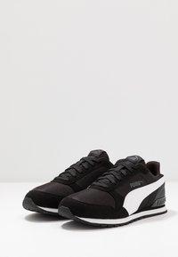 Puma - RUNNER - Trainers - black/white - 2