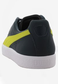 Puma - CLYDE CORE - Baskets basses - yellow/puma white - 3