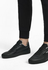 Puma - CALI-0 SHADOW TRAINERS UNISEX - Sneakers basse - black - 0