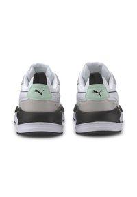Puma - X-RAY GAME - Sneakers laag - white-gray v-m green-black - 4