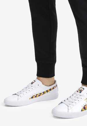 CLYDE GRAFFITI - Sneakers basse - white