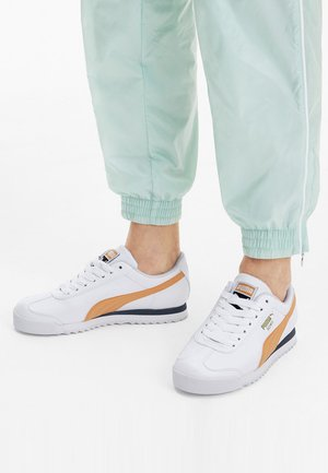 PUMA ROMA BASIC+ TRAINERS UNISEXE - Baskets basses - white/cantaloupe