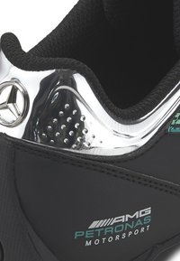 Puma - PUMA  AMG PETRONAS MOTORSPORT FUTURE KART CAT TRAINERS U - Sneakers laag - black/spectra green - 5