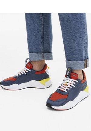 Sneakers laag - dark denim-high risk red
