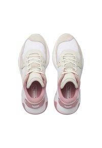 Puma - PUMA STORM ORIGIN TRAINERS UNISEX - Baskets basses - pastel parchment white - 2