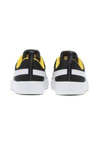 Puma - COURTFLEX - Sneakers basse - black-white-yellow - 4
