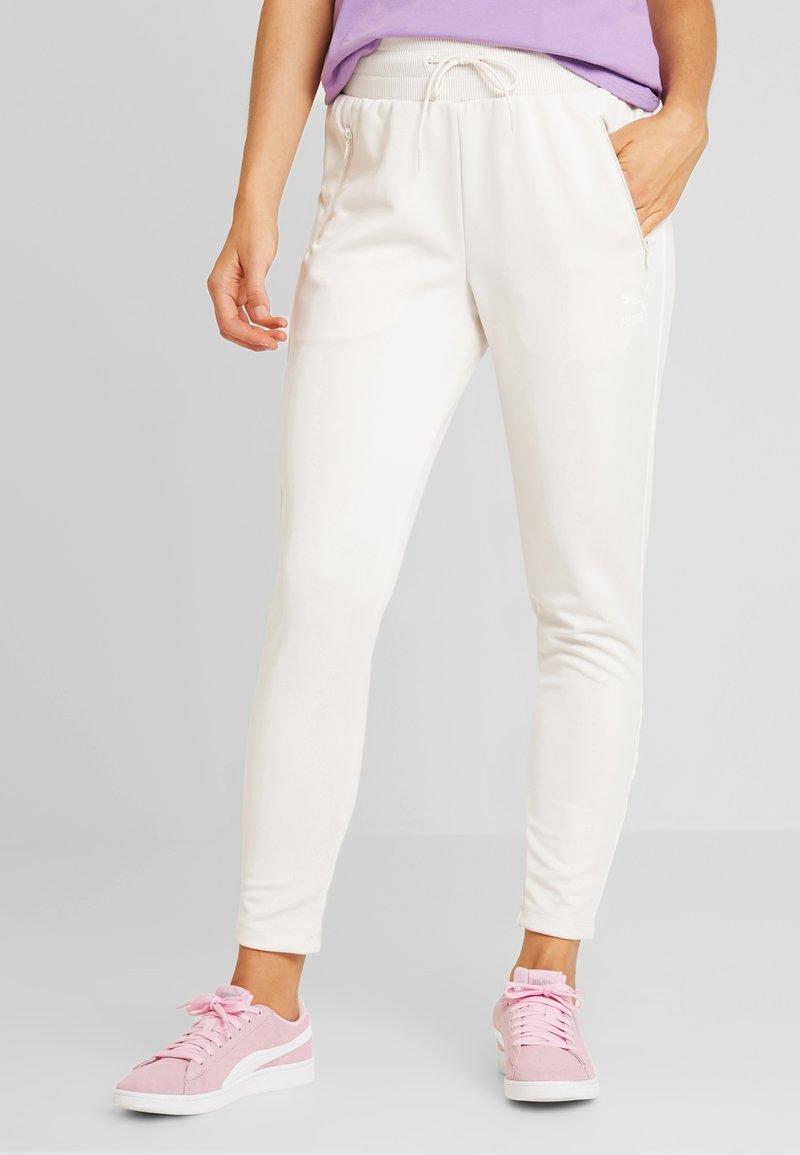 Puma - CLASSICS TRACK PANT - Pantalones deportivos - pastel parchment