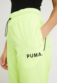 Puma - CHASE PANT - Trousers - yellow alert - 4
