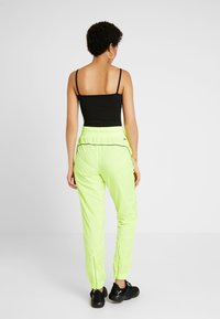 Puma - CHASE PANT - Trousers - yellow alert - 2