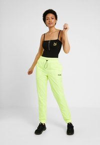 Puma - CHASE PANT - Trousers - yellow alert - 1