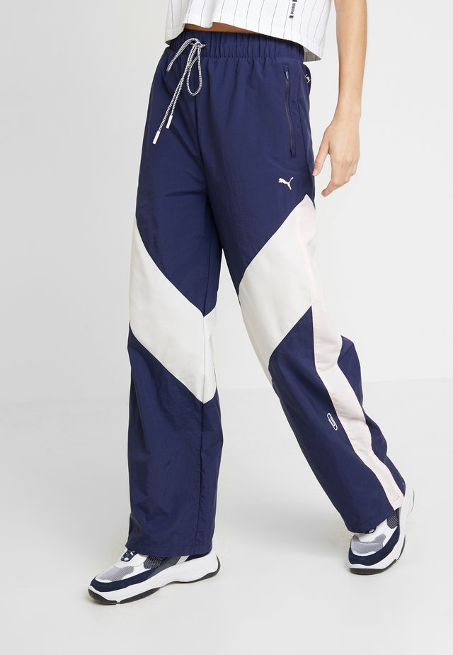 PUMA X SELENA GOMEZ WOVEN PANT - Pantalon de survêtement - peacoat