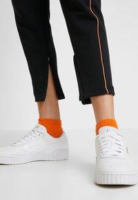 Puma - EVIDE PANTS - Joggebukse - black/orange - 4