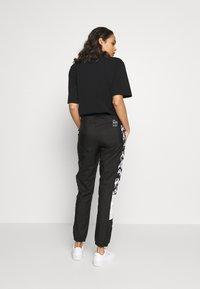 Puma - PANTS - Teplákové kalhoty - black - 2