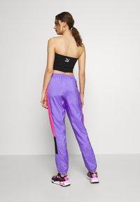 Puma - TFS OG RETRO PANTS - Pantalon de survêtement - luminous purple - 2