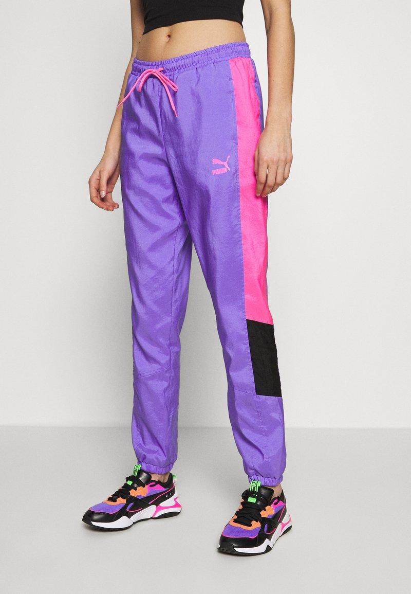 Puma - TFS OG RETRO PANTS - Pantalon de survêtement - luminous purple